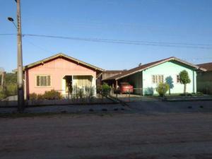 Vendo dois terrenos e tres casas.