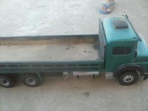 Caminhão Mercedes Benz  de madeira
