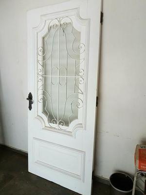 Porta antiga de  em madeira maciça com janela de vidro