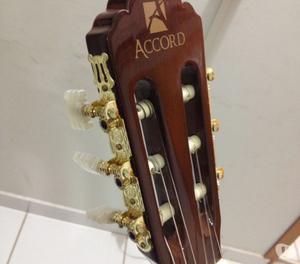 violão semi novo, porem nunca usado. preço negociável
