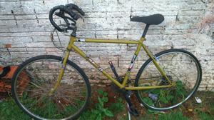 Vendo ou troco 2 bicicletas 1 caloi 10 e 1 barra circular
