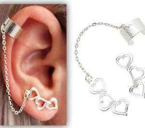 Brinco Ear Cuff Folheado A Ouro, Contendo Três Corações