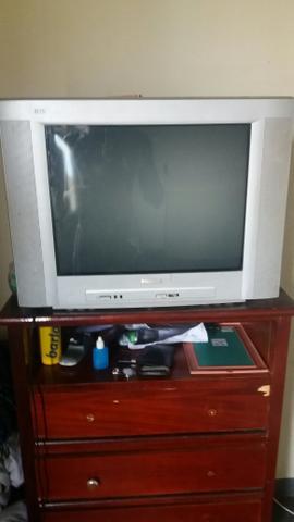 Vendo essa televisão por 100 reais