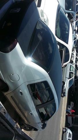 Clio sedan 8 válvulas completo