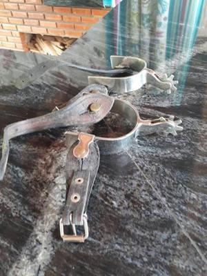 Par de esporas em aço níquel