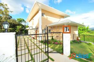 Casa nova em Condomínio em Descansópolis.