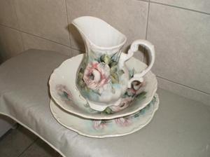 Jarra bacia e prato porcelana pintada à mão