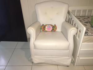 Mesas cadeiras poltrona e sofás