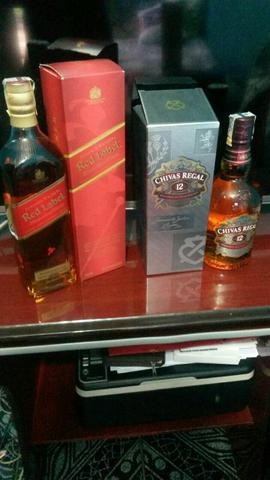 Whisky Red Label e CHIVAS REGAL 12 anos