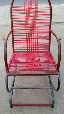 Cadeira de balanço super conservada