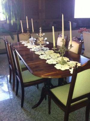 Mesa com cadeiras e Buffet em Jacarandá