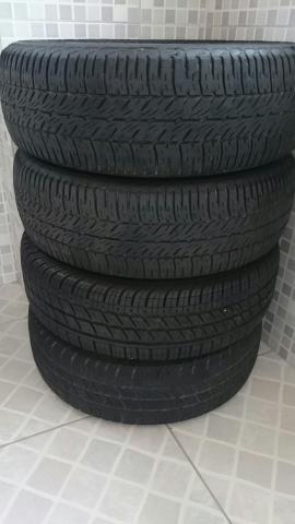 Jogo de 4 pneus  em ótimo estado