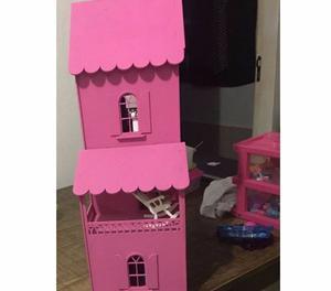 Casinha de bonecas de madeira e Pollys