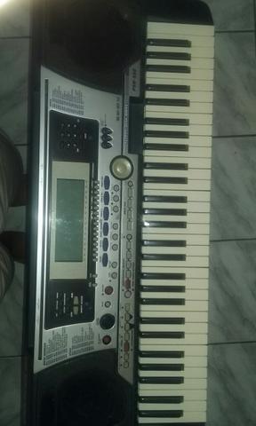 Yamaha psr-550 vendo ou troco.