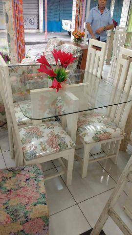 Fábrica de mesas e cadeiras
