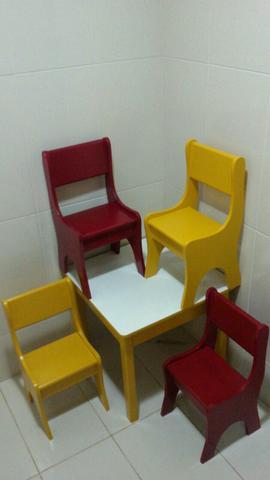 Mesa com 4 cadeiras infantil