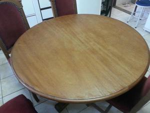 Mesa de madeira maciça talhada a mão
