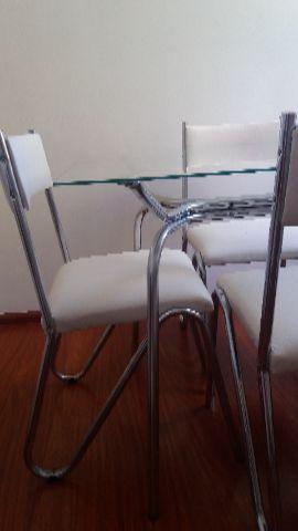 Mesa de vidro, 4 cadeiras
