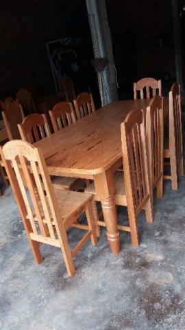 Mesas e cadeiras em madeira maciça angelin