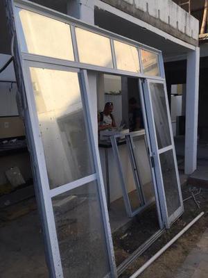 Porta (Portão) de alumínio e vidro