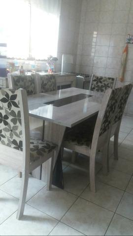 Vendo mesa com 6 cadeiras floral