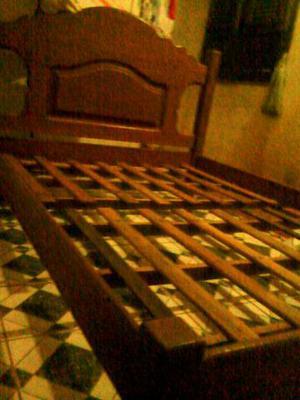 É cama de madeira