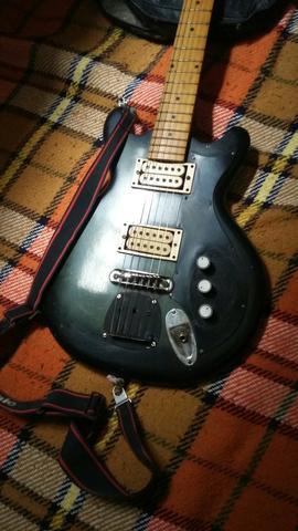 Vendo ou troco esta linda guitarra jennifer