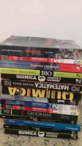 Livros didáticos de ensino médio