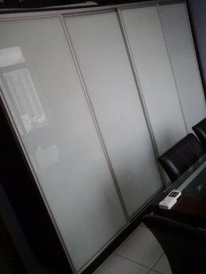 Armário de quatro portas