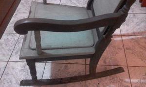 Cadeira estilo colonial em madeira