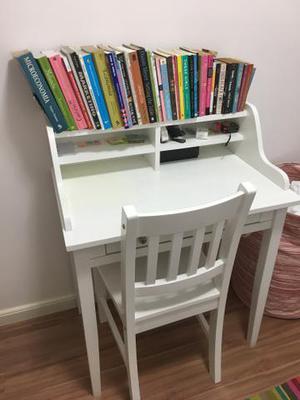 Linda escrivaninha branca com cadeira TOK STOK