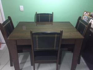Mesa com 4 cadeiras semi nova