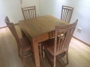 Mesa de madeira maciça em patina branca com 4 cadeiras