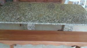 Mesa de mármore e bancos em madeira - lindos