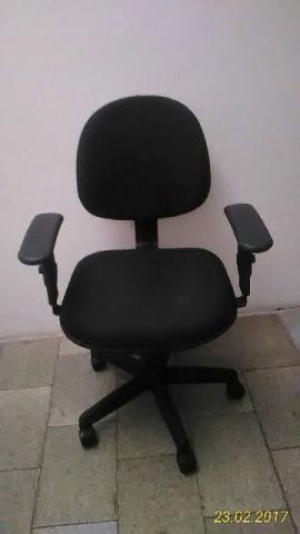 Cadeira de escritório semi nova por