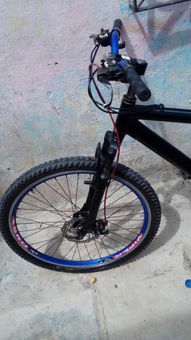 Vendo ou troco Bicicleta toda de Aluminio com Freio a Disco