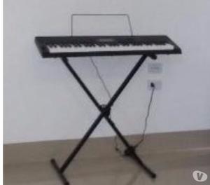 Piano digital, teclado e sax alto com casy