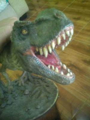 Figura de ação dinossauro tiranossauro rex jurassic park