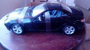 Miniatura Maisto 1:18 – Mercedez-Benz SLK