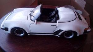 Miniatura Maisto 1:18 – Porsche 911 Speedster