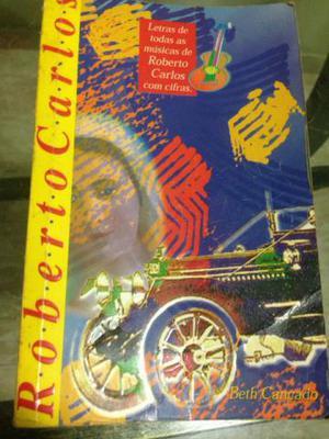Livro com as Letras e Cifras de Roberto Carlos, da Autora