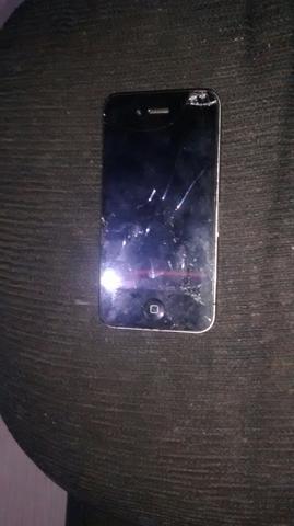 Vendo ou troco celular Iphone 4 com tela quebrada em