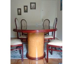 Mesa de jantar com 6 cadeiras de madeira maciça