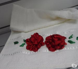 toalha bordada em fita