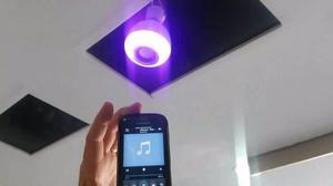 Lâmpada de Led Bluetooth e Alto Falante