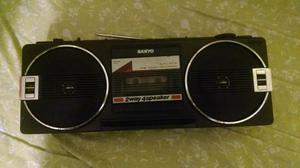 Radio antigo Sanyo decada de 80 funcionando