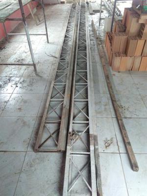 02 Treliças de ferro de 8 e 9 metros