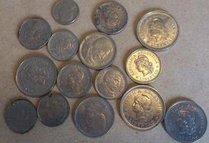 Lote com 34 moedas antigas de diversos países.