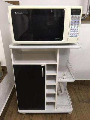 Microondas e armário