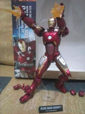 Revoltech Series No.042 Iron Man Mark VII (Homem de Ferro -